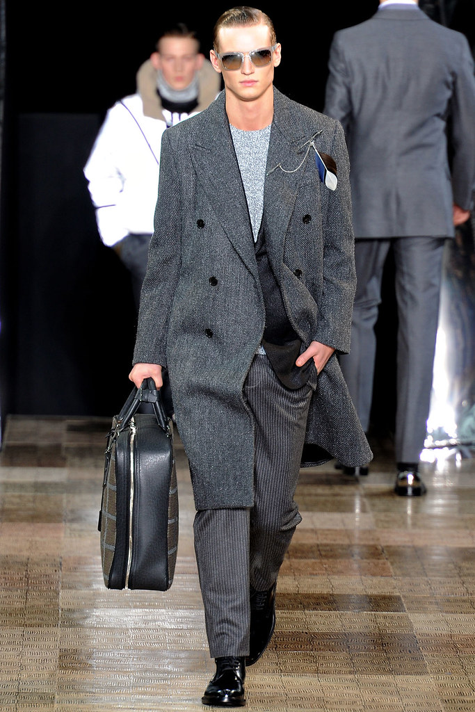 Alexander Johansson3444_FW12 Paris Louis Vuitton(VOGUE)