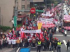 3/8豬農包圍農委會抗議瘦肉精解禁。林靜梅攝。