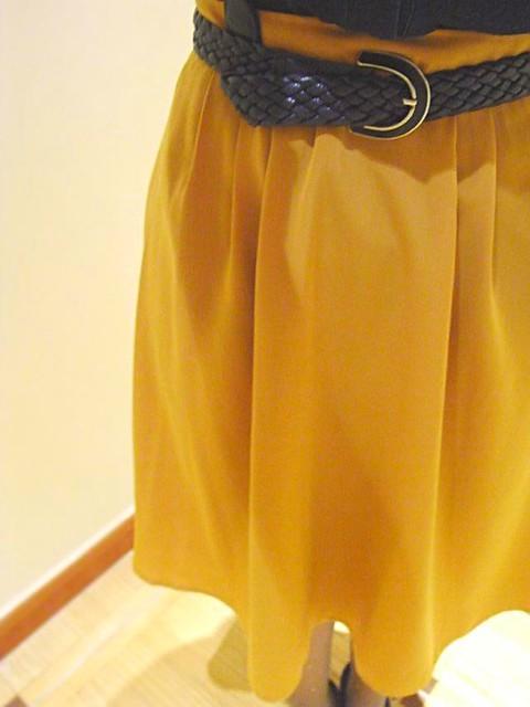 falda mostaza y cinturón vintage