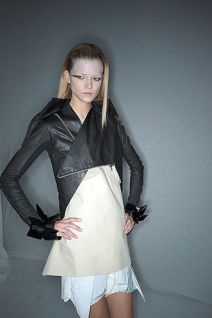 Rick-Owens-Backstage-spring-fashion-2010-039_runway