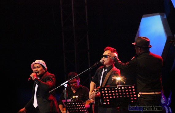 Java-Jazz-Festival-2012-Trio-Lestari-(Sandhy-Sandoro,Glen-Fredly,Tompi)-(9)