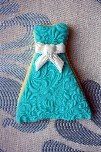 Blue dress cookie with bow