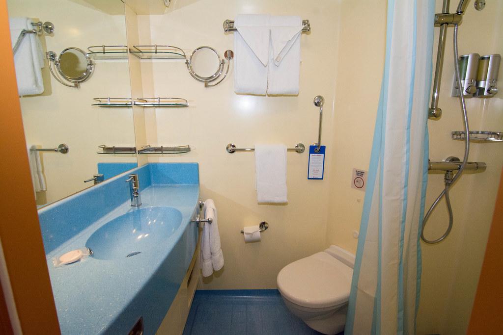 Littlemissmagic 39 s 2014 8 day carnival breeze s caribbean for Bathrooms r us reviews