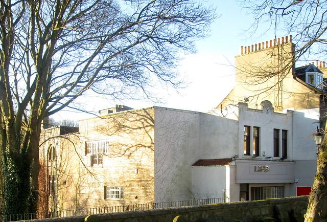 Art Deco in Dunfermline, Life, Bruce Street