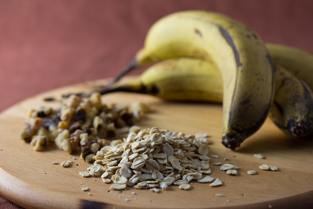 Bananas, walnuts and oats