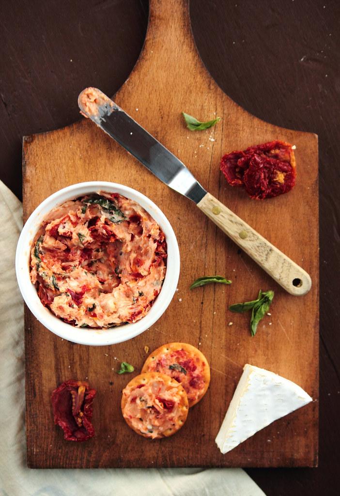 Sun Dried Tomato Basil Brie Spread