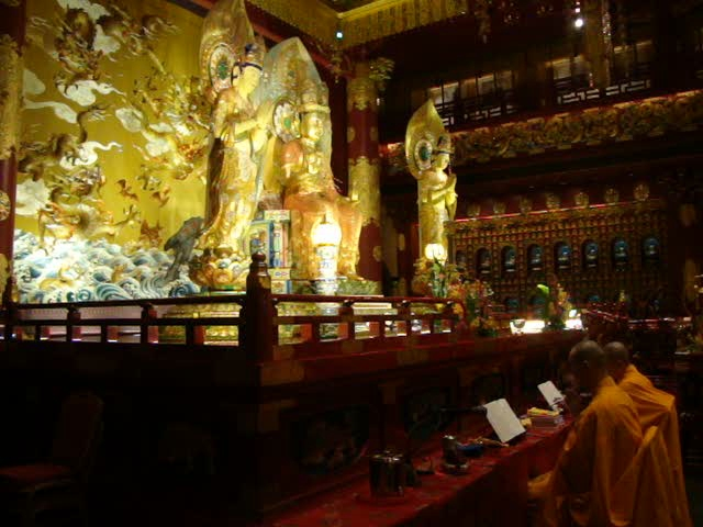 Singapore: Buddha Tooth Relic Temple Morning Chanting