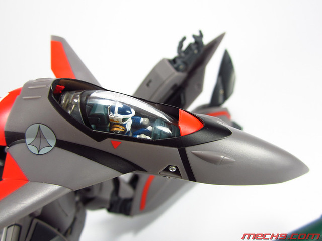 1/60 VF-11B by Yamato Toys Battroid Mode