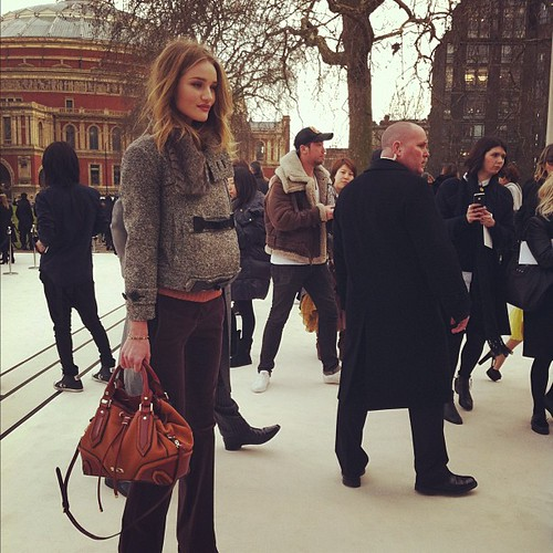 burberry_before_live_show_rosie_huntington