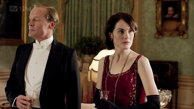 DowntonAbbeyS02E09_Mary_redevening_smallglitterytrim