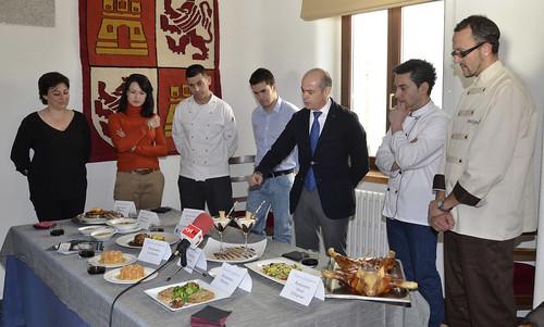 Los responsables de los restaurantes explicaron sus platos. Foto Pedro Merino