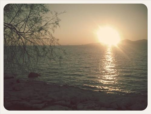 Ηλιοβασίλεμα στην Πειραϊκή...