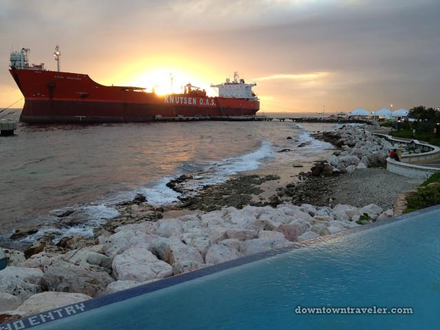 Renaissance Curacao Hotel_Infinity beach_Knutsen freighter