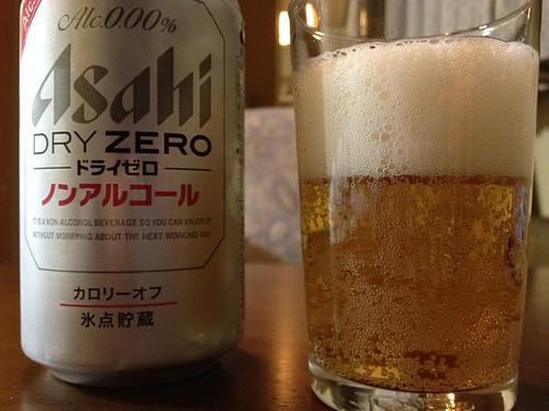 Asahi DRY ZERO グラスに注いだ