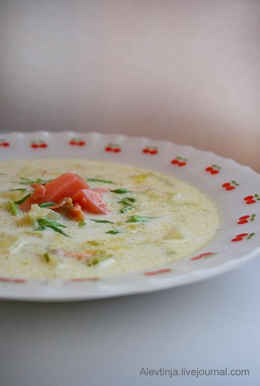 Кремовый суп из копченой горбуши, картофеля и порея