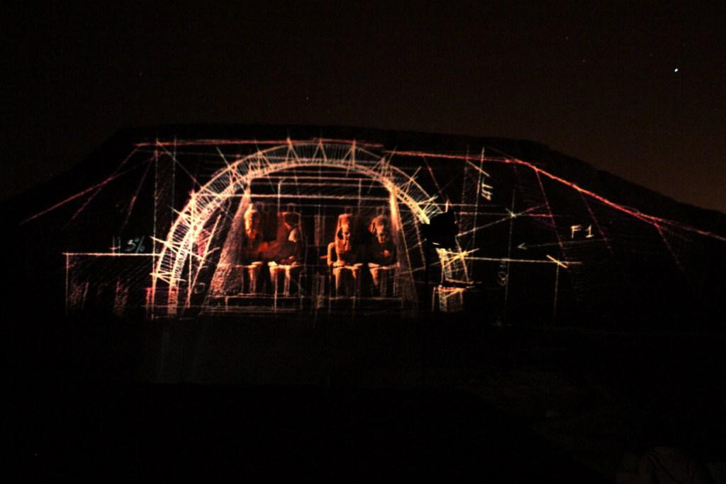 Espectáculo nocturno de luz y sonidos sobre los templos de Abu Simbel, escena de la construcción Abu Simbel, el templo de las dos vidas - 6990448115 6e215a4dda o - Abu Simbel, el templo de las dos vidas