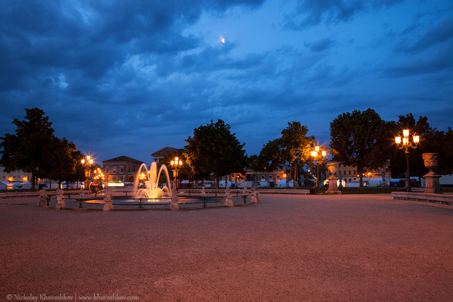 Fountain on Prato della Valle at early morning