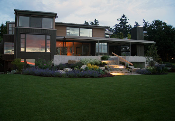 This elegant modern home blends seamlessly with the lakefront landscape.