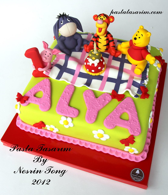1ST BIRTHDAY CAKE WINNIE THE POOH- ALYA
