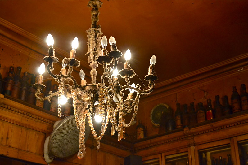 Bar Marsella Chandelier Dust