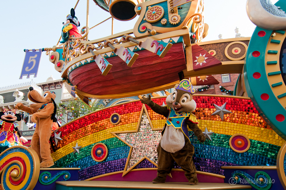 5th anniversary parade Chip 'n' Dale