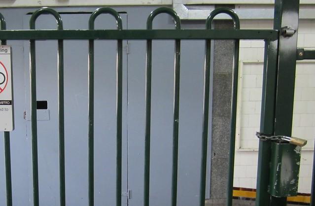 Non-emergency gate
