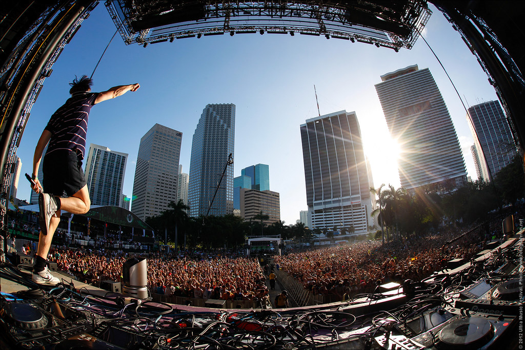 32. Martin Solveig rocking the Ultra Music Festival 2012 mainstage