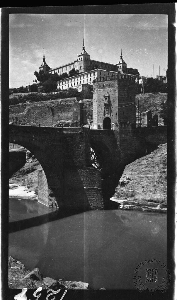 Puente de Alcántara y Alcázar en 1933. Fotografía de Gonzalo de Reparaz Ruiz. © Institut Cartogràfic de Catalunya