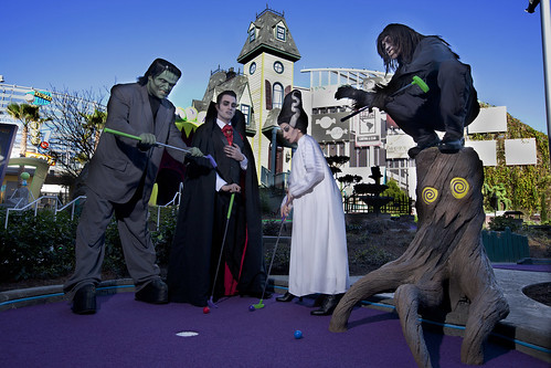 Hollywood Drive-In Golf Now Open at Universal CityWalk 2 - HR