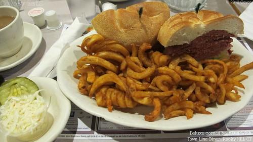 Deluxe corned beef sandwich by Coyoty