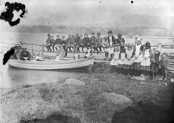 A group of children on the shores of Llyn Tegid