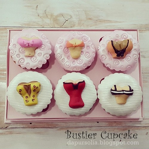 Bustier Cupcakes