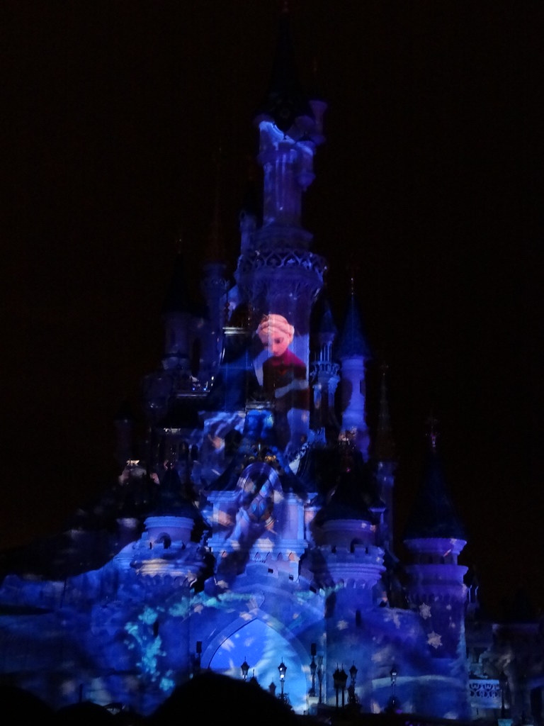 Un séjour pour la Noël à Disneyland et au Royaume d'Arendelle.... - Page 4 13709763855_bcf8b0d96a_b