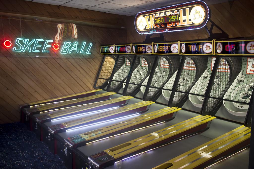 Skee Ball bowling game - bonus points