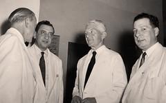 مع بعض الشخصيات الدبلوماسية - جدة - 1953