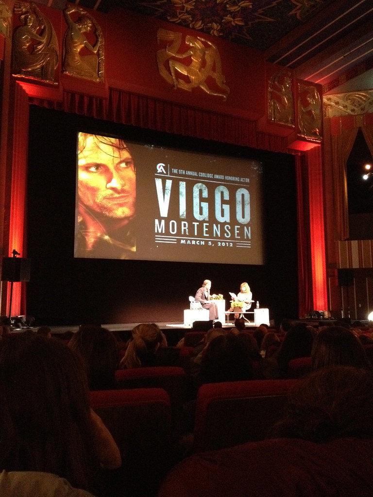 viggo chats with robin