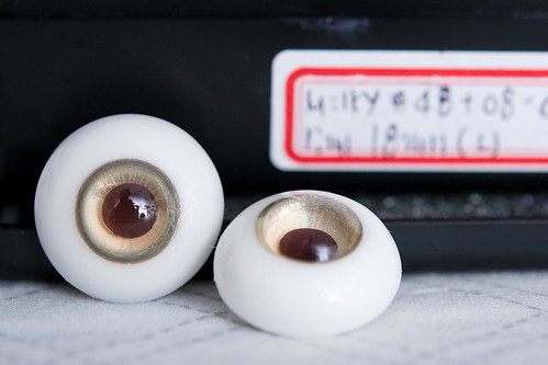 18mm Milky #48 + Milky #08 Half gradation + Milky #26 Rim + Pupil #4 (dark brown) Low dome