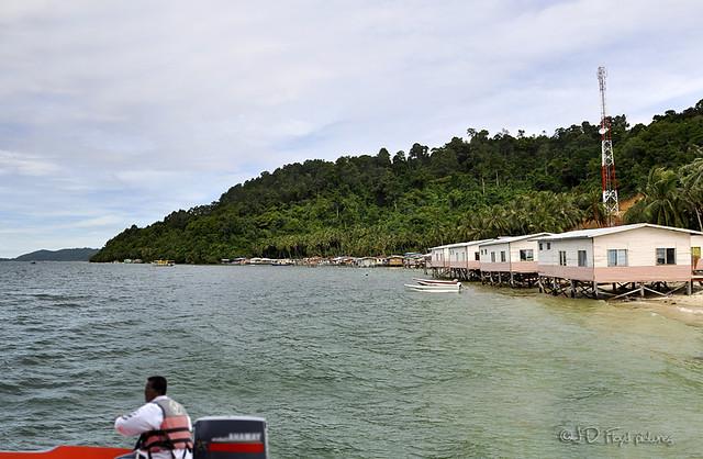 Sepanggar island beach800 boat