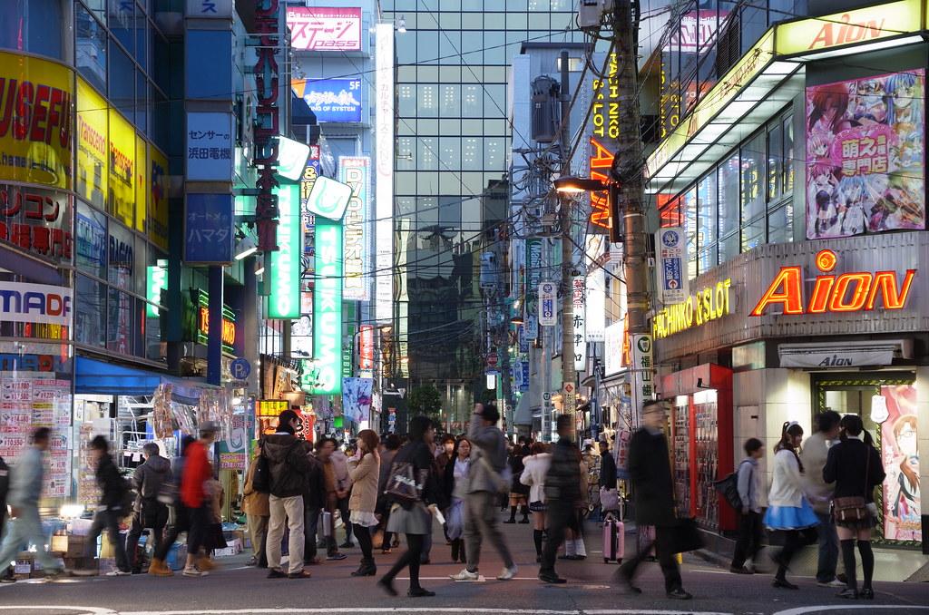 "Akihabara ""maid cafe"" girls street : RICOH GXR A16 24-85mm F3.5-5.5 testshot in Akihabara"