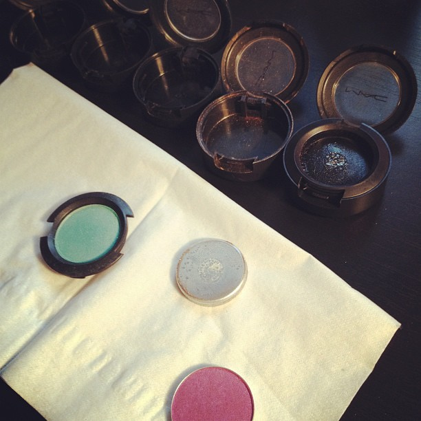 Crafternoon: depotting my MAC eyeshadows