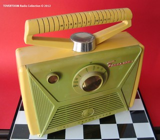 EMERSON Portable Transistor Radio Model 868 (USA 1957)