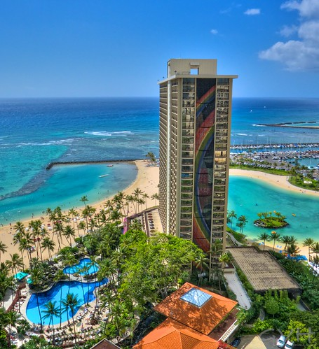 Waikiki S Hilton Hawaiian Village In Photos Amp Video Go