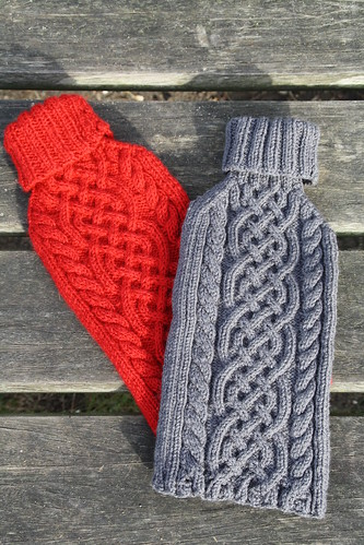 Knitted hot water bottle covers by Sluuurp