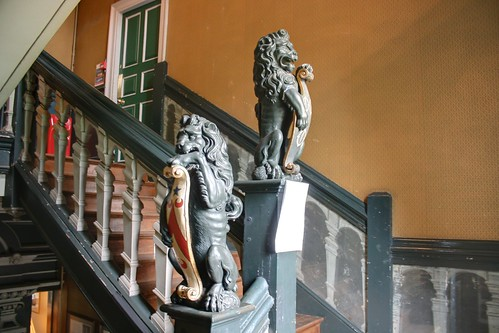 Heraldic decorations on the staircase