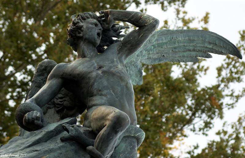 Madrid - Parque del Retiro - Fuente del Ángel Caido