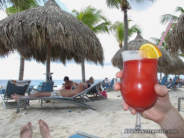 Renaissance Curacao Hotel_Infinity Beach Cocktail
