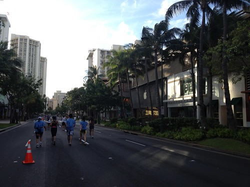 Hapalua Half Marathon, Diamond Head Bound of Kalakaua Avenue