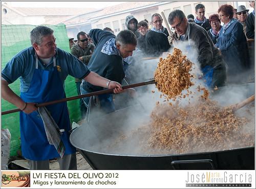LVI FIESTAS DEL OLIVO - MORA 2012- MIGAS Y LANZAMIENTO DE CHOCHOS DE ACEITUNA by José-María Moreno García = FOTÓGRAFO HUMANISTA