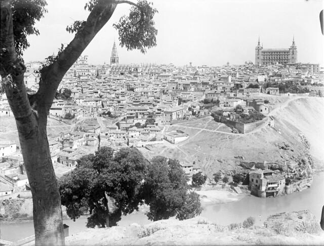 Almez de la ermita del Valle en los años 20. Fotografía de Otto Wünderlich. © Fototeca del Patrimonio Histórico