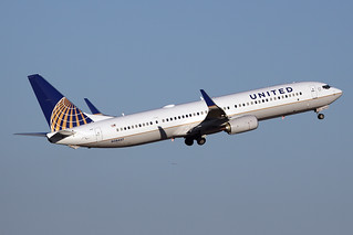United Airlines Boeing 737-924/ER N28457